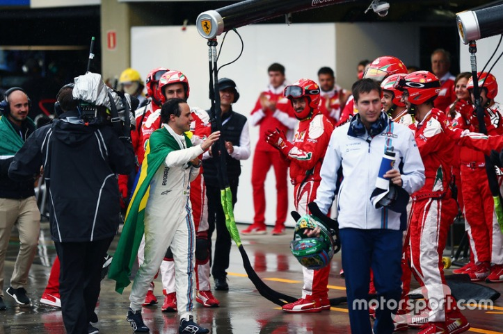 f1-brazilian-gp-2016-felipe-massa-williams-is-applauded-by-the-ferrari-team-in-the-pits-af