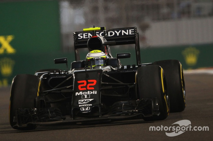 f1-abu-dhabi-gp-2016-jenson-button-mclaren-mp4-31-heading-to-retirement-with-a-broken-fron