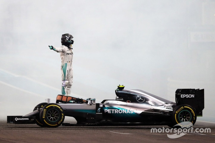 f1-abu-dhabi-gp-2016-nico-rosberg-mercedes-amg-f1-w07-hybrid-celebrates-his-second-positio