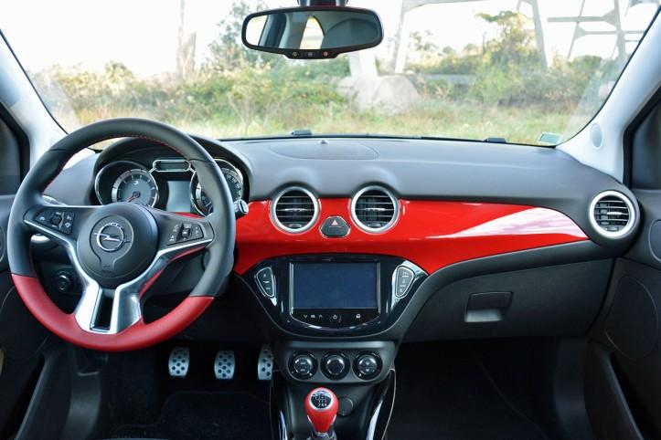 2016-opel-adam-s-interior-front-1500x1000