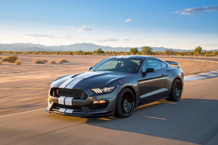 2016-ford-shelby-gt350r-mustang-front-three-quarter-in-motion