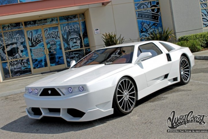 2-chainz-checks-delorean-west-coast-customs-3