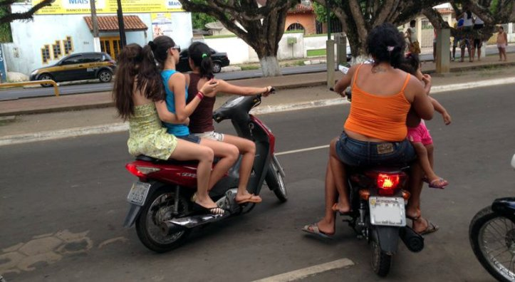 Imprudencia-moto-Brasil-transito-multa-perigo-3