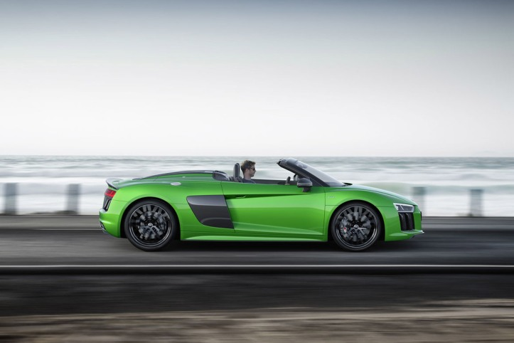 Audi-R8-Spyder-V10-plus-Side-Moving