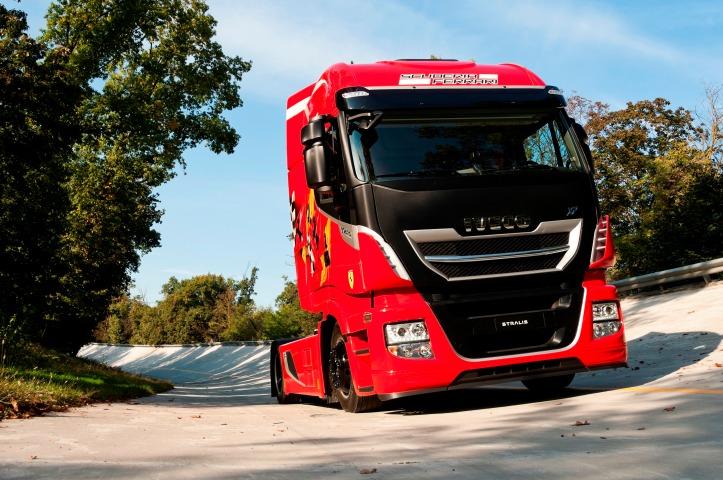 new-stralis-emotional-truck-scuderia-ferrari-2