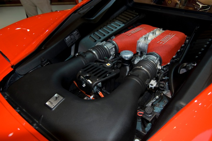 ferrari_458_italia_engine