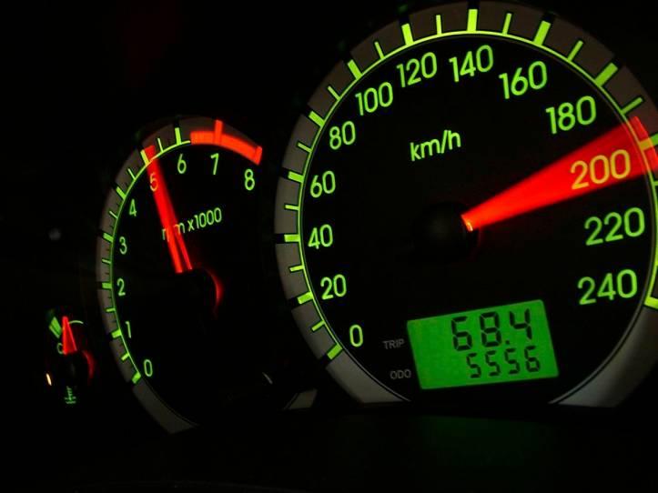 5697c3bb82bee121100a60e6velocimetro-do-focus-ghia-2-0-16v-da-ford-testado-pela-revista-quatro-rodas-m