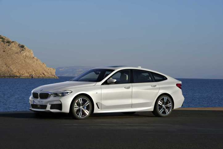 p90260721-bmw-6-series-gran-turismo-640i-xdrive-mineral-white-m-sport-package-06-2017-2247px